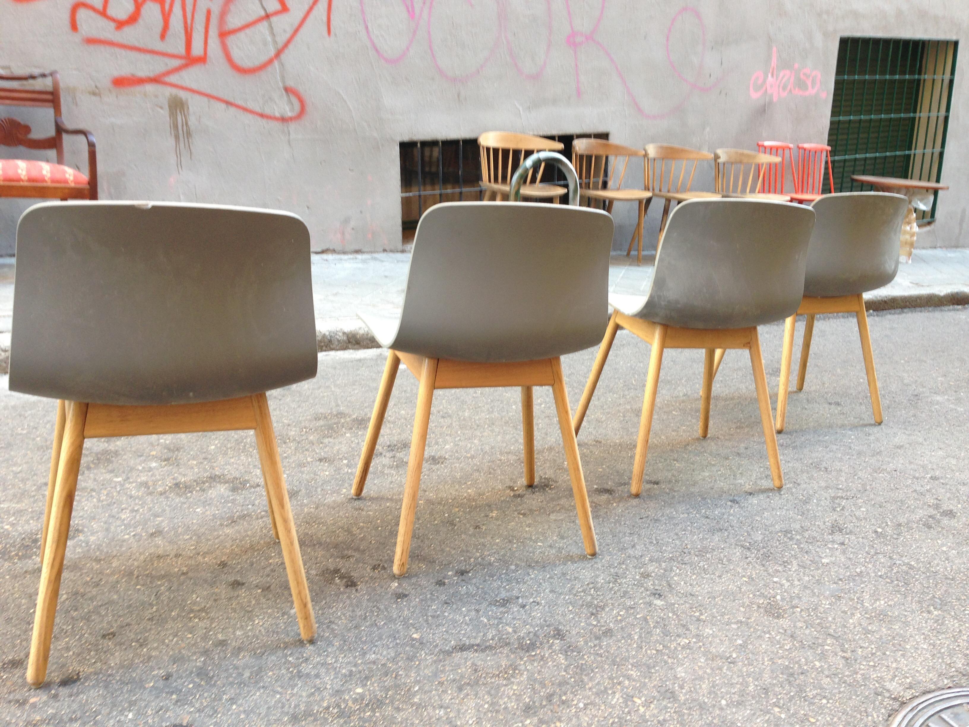 sillas danesas de la marca hay modelo aac color gris precio uac unidad se venden por separado haydk